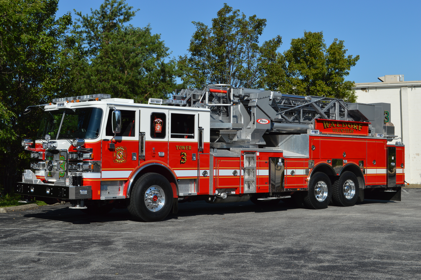 The Waldorf, MD, Fire Department's 2020 Pierce Arrow XT 100-foot, midmount tower ladder is equipped with multiple ground ladders and a full complement of truck company tools. The transverse forward body compartment makes good utilization of space that would be occupied by the fire pump on a quint device. It accommodates a stokes basket and long tool storage.